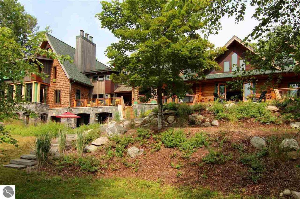 5 2mil Buy Michael Moore S Old Torch Lake Mansion 222