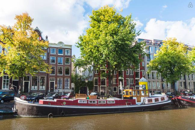 Airbnb: Stay in LOUREN's beautiful Houseboat on Keizersgracht Canal
